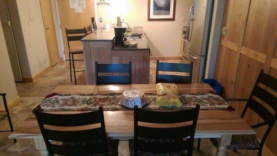 Simba Run Vail Condominiums: Entrance and Kitchen
