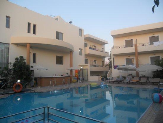 Yakinthos Hotel: Piscina