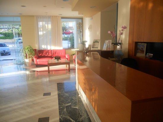 Yakinthos Hotel: Lobby