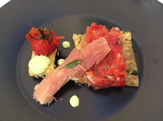 L'Artemise : tomato tartare entree