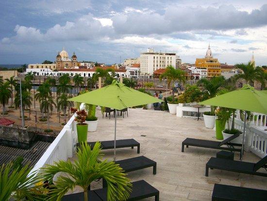 Hotel Monterrey: Vista del area de la piscina