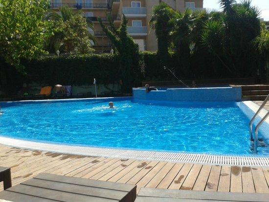 Hotel Acapulco Lloret de Mar: Piscina