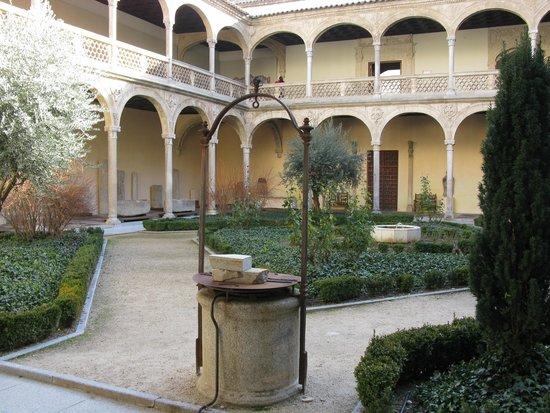 Musée de Santa Cruz : Patio central