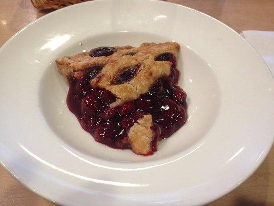 Coco's Bakery & Restaurant: Pastel de cerezas