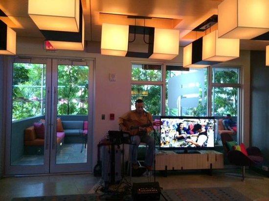 Aloft Miami Brickell: Musica en el Lobby