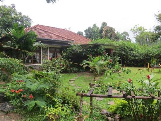 The Kandyan Manor: Beautiful gardens of Kandyan manor