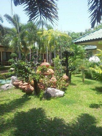 Thai Garden Resort: Garten
