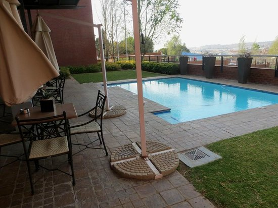 Road Lodge Centurion: Pool area.