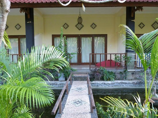 Bali Bhuana Beach Cottages: room from outside