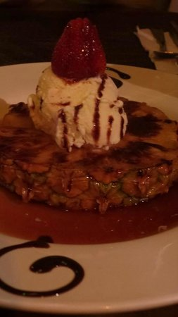 El Refugio Grill: Grilled pineapple a la mode in caramel sauce