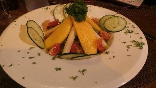 El Refugio Grill: Tropical salad (mangoes)