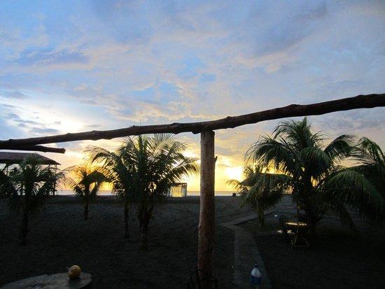 Surfing Turtle Beach Lodge: Sunset