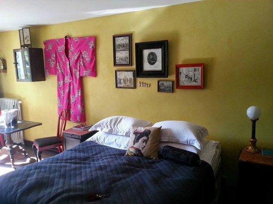 Kau Manor: Room Krusenstern - comfy bed and nice atmosphere