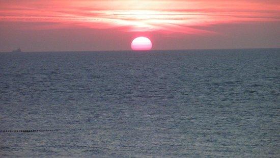 Hotel de Blanke Top : Mooi uitzicht met de zee en ondergaande zon.