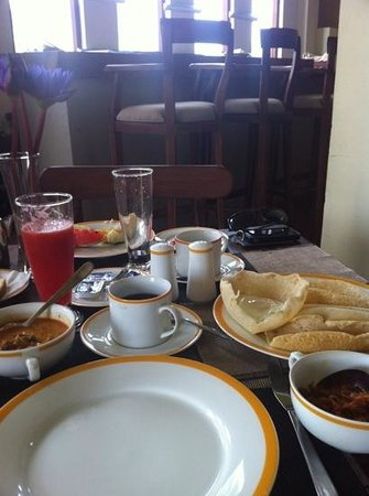 Thaproban Pavilion Resort and Spa : Sri Lankan breakfast. Yummy