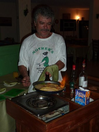 """Mother's Restaurant : Baking a """"crêpe suzette"""" and a banana"""