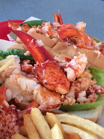 Arnold's Restaurant: Best hot lobster roll on the Cape!