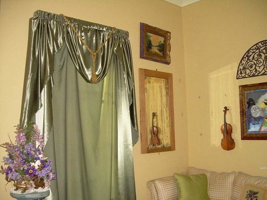 Crescent Quarters Inn: Neat Decor