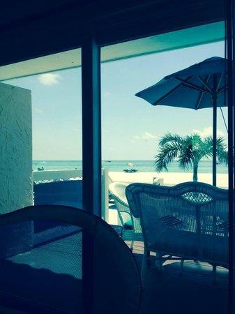 Seaside Beach Resort: Looking outside....