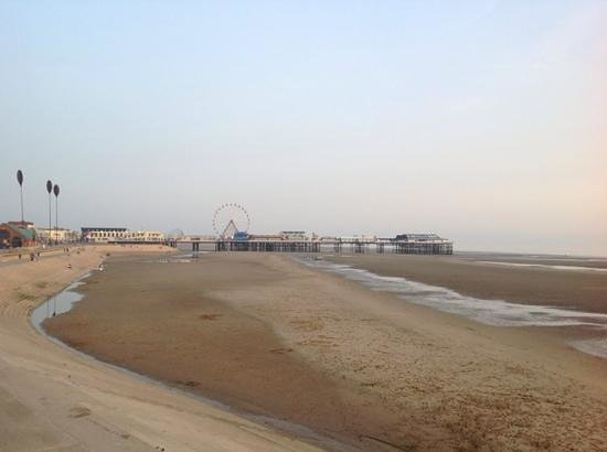 Hilton Blackpool Hotel : Walking from the hotel along the front.