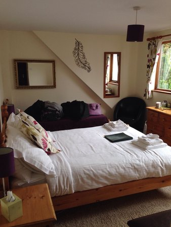Little Leaf Guest House: Room 3, so much natural light and really relaxing!