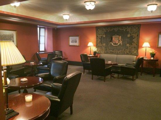 Hotel Palacio Guendulain: Le salon-bar actuel, très cosy