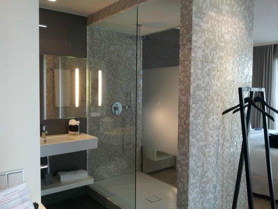 Barceló Hamburg: Baño/ducha