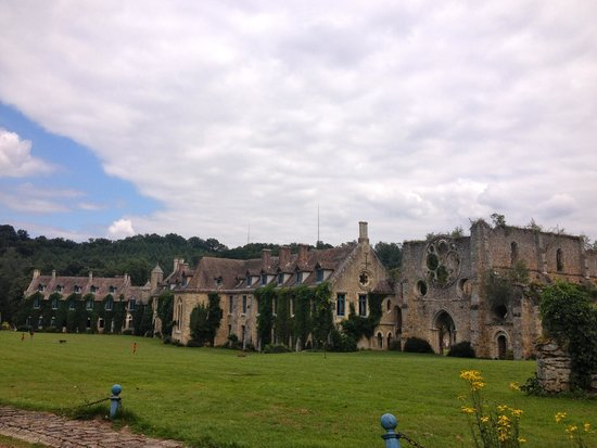 Abbaye des Vaux de Cernay Hotel: hotel e ruinas