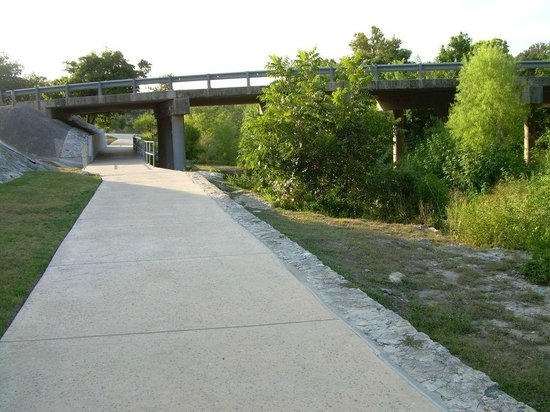 River Road Park : Walkway to bridge and River Road section