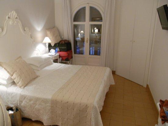 Villa Romana Hotel: View of room towards window
