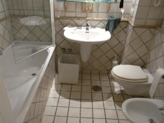 Villa Romana Hotel: View of bathroom