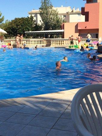 Ola Hotel Maioris: Fun in the pool