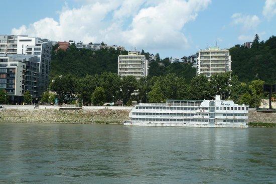 Botel Marina: Vom Fluss aus gesehen