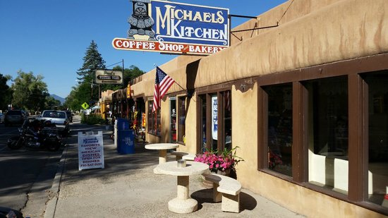 Michaels Kitchen Cafe & Bakery : Outside view
