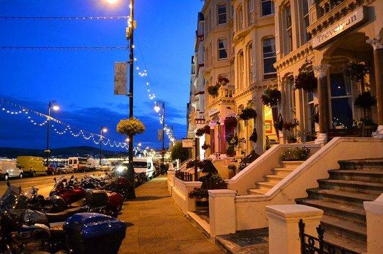 Trevelyan Hotel: Promenade view.