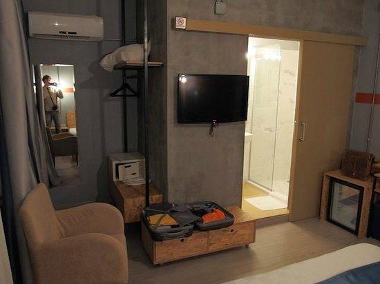 NY-IST Suites : Room