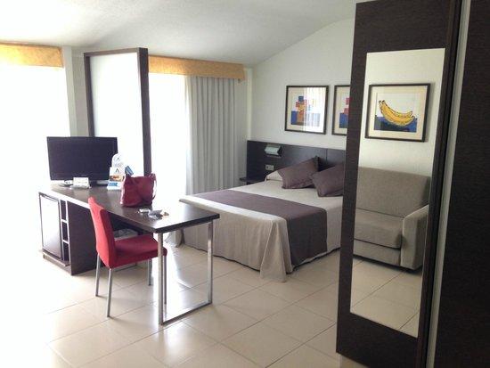 Aqua Hotel Montagut Suites: Номер