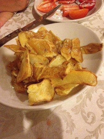 Agritourism Il Colle delle Querce : Ottime bucce di patate fritte