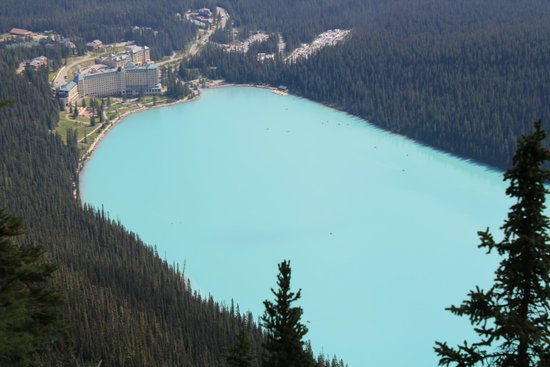 Fairmont Chateau Lake Louise : Hotel from the top of the Big Beehive