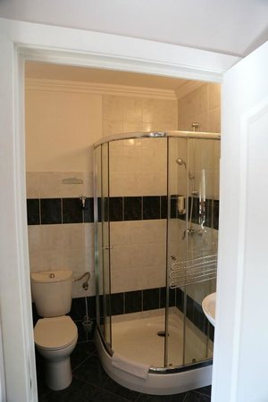 Meduza Hotel Restauracja: Shower