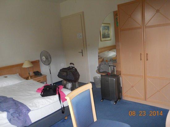 Hotel Bellevue Luzern: The Bedroom