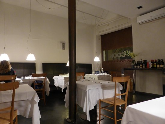 The Cook Green Ristorante Vegetariano: A lovely modern decor