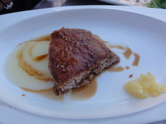 Narru Restaurante: melt in your mouth pork cheek( iberican secreto with apple)