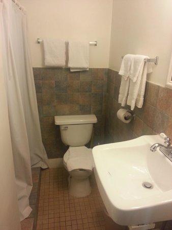 Key West Youth Hostel & Seashell Motel: Bathroom