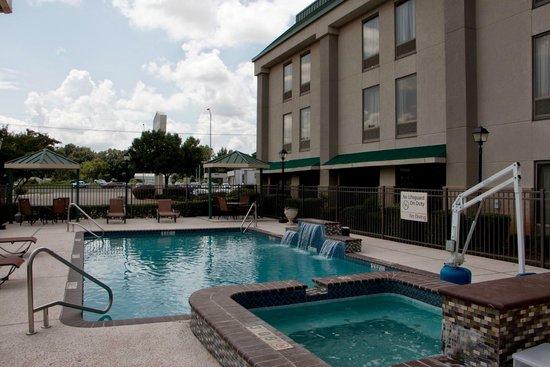 Hampton Inn Marshall: Outdoor pool
