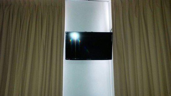 Hotel Residencial Cervantes: Pantalla plana (luce nueva) en la pared