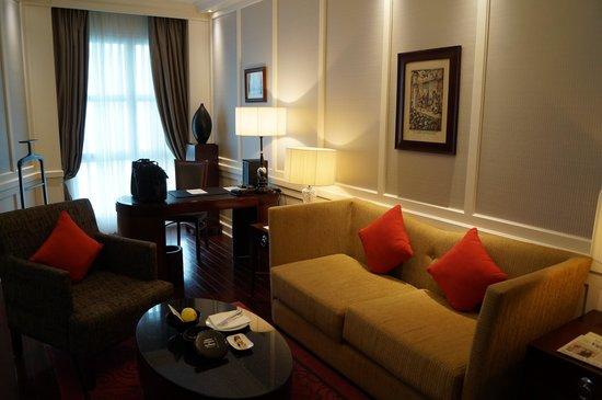 Sofitel Legend Metropole Hanoi: Corner Suite