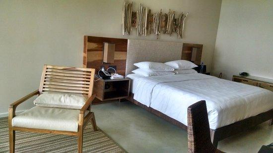 Andaz Peninsula Papagayo Resort : King Room (morning)