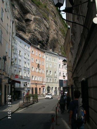 Haus der Natur: Salzburg - Way from parkin to the Hous der Natour