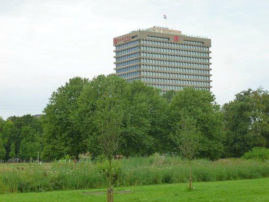 Ramada Apollo Amsterdam Centre: Hotelansicht aus Rembrandtpark